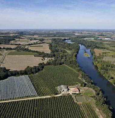 Vue aérienne de la Garonne dans le 82